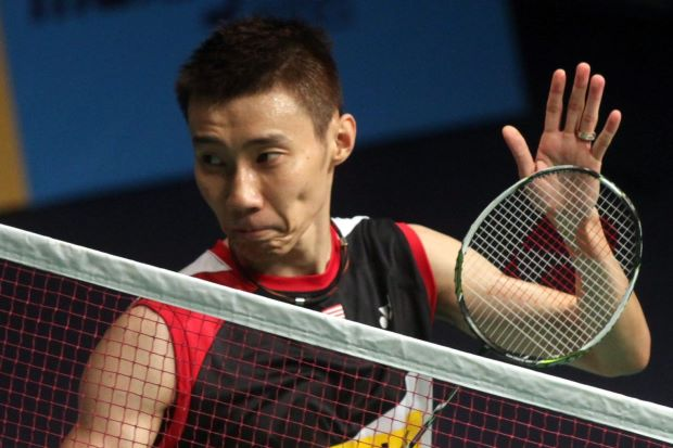 Lee Chong Wei beat Thailand's Boonsak Ponsana 21-6, 21-8 in their Super Series Finals match on Dec 12, 2013.