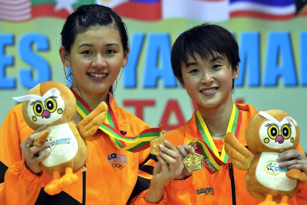 Woon Khe Wei-Vivian Hoo beat favourites Nitya Krishinda-Greysia Polii of Indonesia to give Malaysia the only gold medal from badminton at the SEA Games.