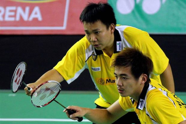 Hoon Thien How (left) and Tan Wee Kiong beat South Korea's Choi Sol-kyu-Kang Ji-wook 21-17, 21-17 in the Macau Open GP Gold quarter-finals on Friday.
