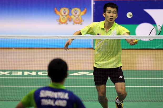Chong Wei Feng lost to Thailand's A. Suppanyu 19-21, 12-21 in the opening round of the SEA Games.