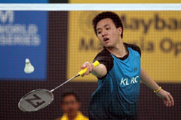 Former world junior champion Zulfadli Zulkiffli is ranked 56th in the world compared to his peers Kento Momota (No.15) of Japan and Victor Axelson (No.26) of Denmark.