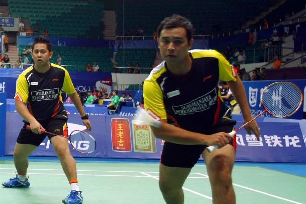 """Mohd Zakry Abdul Latif (left) and his doubles partner Mohd Fairuzizuan Tazari have been invited to attend the Thomas Cup selection trial along with other independent shuttlers on March 19"