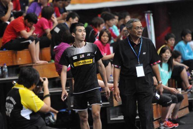 Chong Wei Feng leaving the Pasir Gudang Municipal Stadium disappointedly