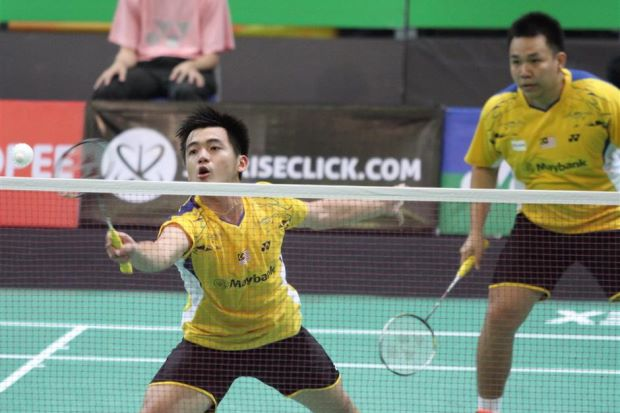 hoon Thien How- Tan Wee Kiong were sent packing 16-21, 20-22 by Singaporeans Danny Bawa Chrisnanta-Chayut Triyachart on Wednesday.