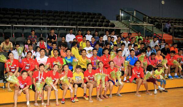 Indonesia's Thomas Cup and Uber Cup took pictures alongside the Indian team
