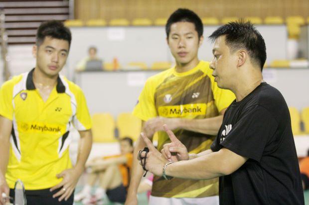 Tan Wee Kiong (left) and Goh V Shem (middle) scored a huge upset against World No. 4 pair Kim Ki-jung/Kim Sa-rang with 21-17, 21-19 win.