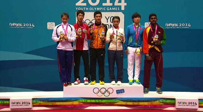 Nanjing Youth Olympics mixed doubles gold medalist Cheam June Wei (3rd from left) falters in the final