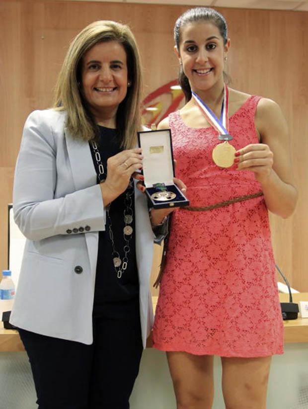 Spanish Minister Fatima Banez (L) delivers the Sport Merit Royal Order to Carolina Marin on September 2, 2014 in Madrid, Spain.