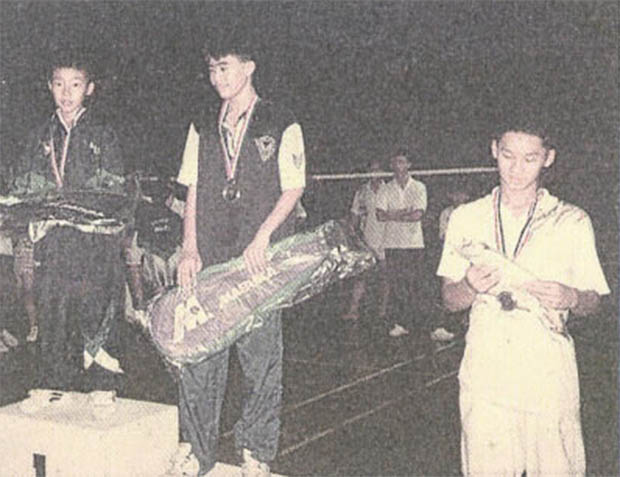 Fun picture - 14 year-old Lee Chong Wei beats a much taller opponent to win the championships