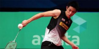 Daren Liew plays can a fast paced badminton against Tanongsak Saensomboonsuk