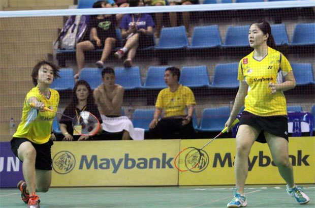 Vivian Hoo (left) and Ng Hui Lin in Korea Open semi-final