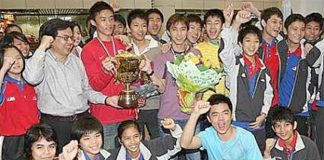 Mak Hee Chun (holding the trophy) and Teo Kok Siang (holding the flowers) win both Asian and world junior titles in 2008.