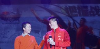 Taufik Hidayat interacts with Fu Haifeng on stage