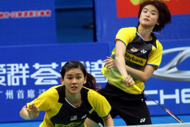 Vivian Hoo (back) and Woon Khe Wei are the only Malaysian women's doubles left at China Masters