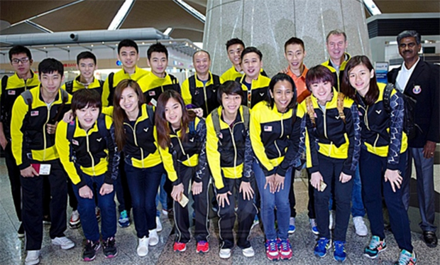 Group picture of the Malaysia Sudirman Cup team before their departure to Dongguan, China. (photo: Utusan)