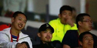 Lin Dan and Chen Long were in the crowd watching Lee Chong Wei played against Lee Dong Keun on Day 1 of Sudirman Cup.