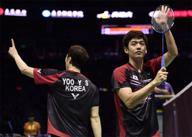 Yoo Yeon-Seong/Lee Yong-Dae (right) have a lot of fans in Dongguan, China