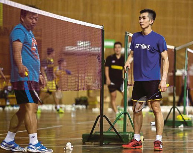 Coach Tey Seu Bock gives advice to Chong Wei Feng during the training session.