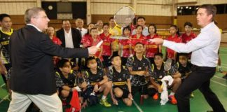 "Thomas Bach and Poul-Erik Hoyer (right) pretend ""sword fighting"" using badminton racquets. (photo: Sinchew)"