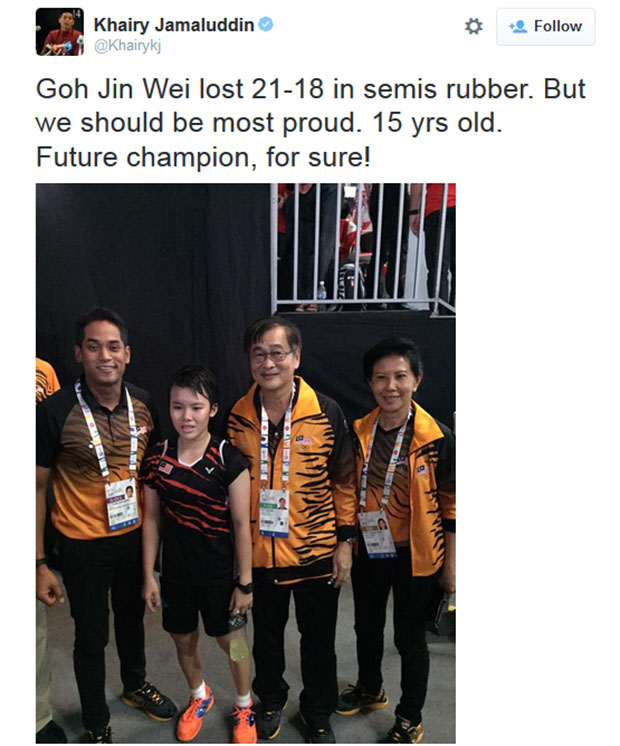 Khairy Jamaluddin takes picture with Goh Jin Wei following her SEA Games semi-final loss. (photo: Khairy Jamaluddin's Twitter)