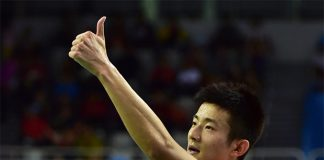 Massive thumbs up from Chen Long after taking that Korea Open win. (photo: Reuters)