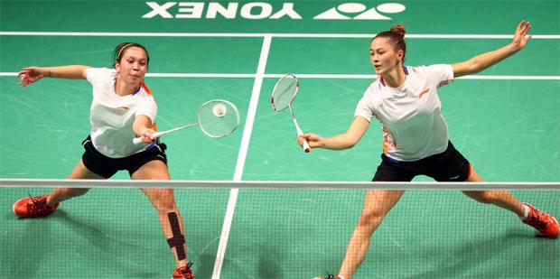 Setyana Mapasa (left) & Gronya Somerville are eye candies at Sydney International. (photo: Sydney Badminton International)