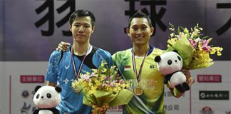 Sony Dwi Kuncoro poses on the podium with Wang Tzu Wei. (photo: BWF)