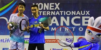 Lee Chong Wei poses for a picture with Chou Tien Chen. (photo: reuters)