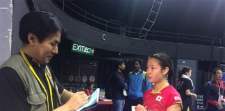 Nozomi Okuhara's post match interview with a journalist. (photo: EPA)