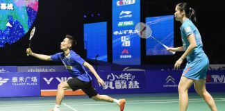 Lee Chong Wei partners Li Xuerui in the China Badminton Super League mixed doubles exhibition match.(photo: Xinhua)
