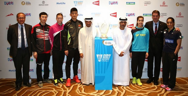 The all-star badminton players pose for picture with the Superseries Finals organizers. (photo: BWF)