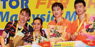 Tan Kian Meng, Lai Pei Jing, Li Yinhui, Zheng Siwei (from left) pose for pictures at the awards ceremony. (photo: Bernama)