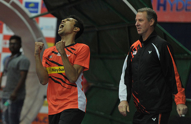 Iskandar Zulkarnain Zainuddin lets out a roar infront of Morten Frost after rallying from one set down to defeat Ajay Jayaram. (photo: GettyImages)