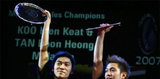 Malaysians Tan Boon Heong (L) and Koo Kien Keat pose with their winners' trophies 11 March 2007 after winning the men's doubles final against Chinese Cai Yun and Fu Haifeng during the All England Badminton Championships at the National Indoor Arena in Birmingham. (photo: GettyImages)