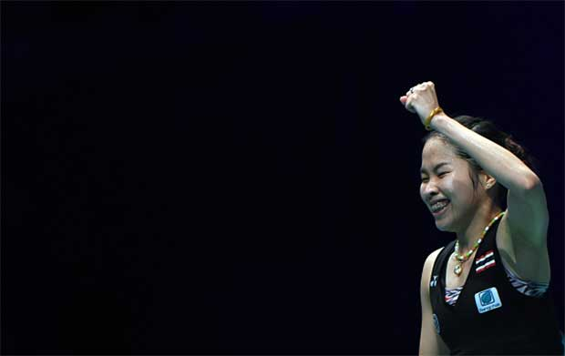Ratchanok Intanon celebrates after winning the Malaysia Open title. (photo: GettyImages)