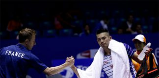 Lin Dan shakes hand with Peter Gade after Monday's match. (photo: AFP)