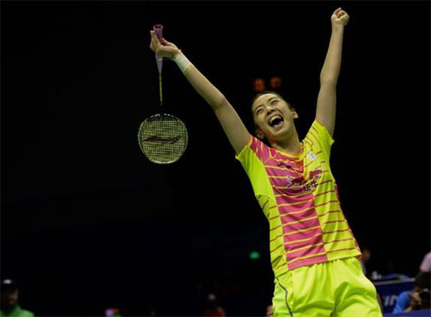Wang Shixian fights from behind to stun World No. 1 Carolina Marin. (photo: AFP)
