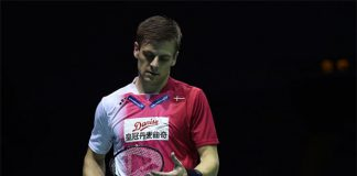 Hans-Kristian Vittinghus of Denmark beats Malaysian shuttler Iskandar Zulkarnain Zainuddin in the second men's singles match of the the Thomas Cup semi-final. (photo: AFP)