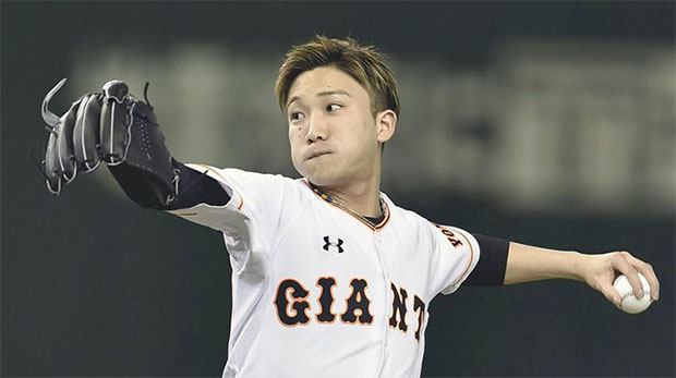 Kento Momota throws out the ceremonial first pitch prior to a game between the Central League clubs Yomiuri Giants and Yakult Swallows at the Tokyo Dome in the capital's Bunkyo Ward on March 25, 2016. (photo: Getty)