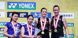 Christinna Pedersen/Kamilla R. Juhl and Ayaka Takahashi/Misaki Matsutomo stand on the podium at the awarding ceremony of the 2016 Japan Open. (photo: AP)