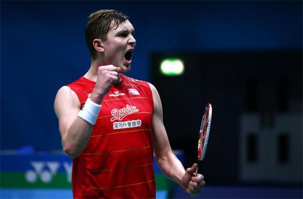 Viktor Axelsen roars after beating Lee Chong Wei for the first time in his career. (photo: AFP)