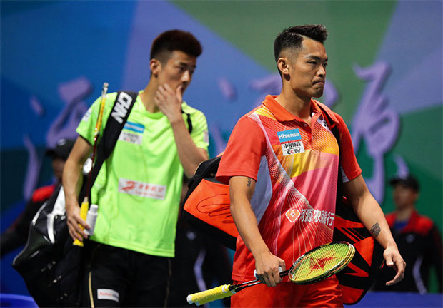 Lin Dan (right) beats Chen Long at the 2016/2017 China Badminton Super League (CBSL).