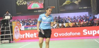 Saina Nehwal celebrates the crowd as she beats her opponents in the 2017 Premier Badminton League (PBL). (photo: AFP)