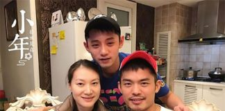 Zhang Jike (back) poses for a photograph with Xie Xingfang (left) and Lin Dan. (photo: Zhang Jike)