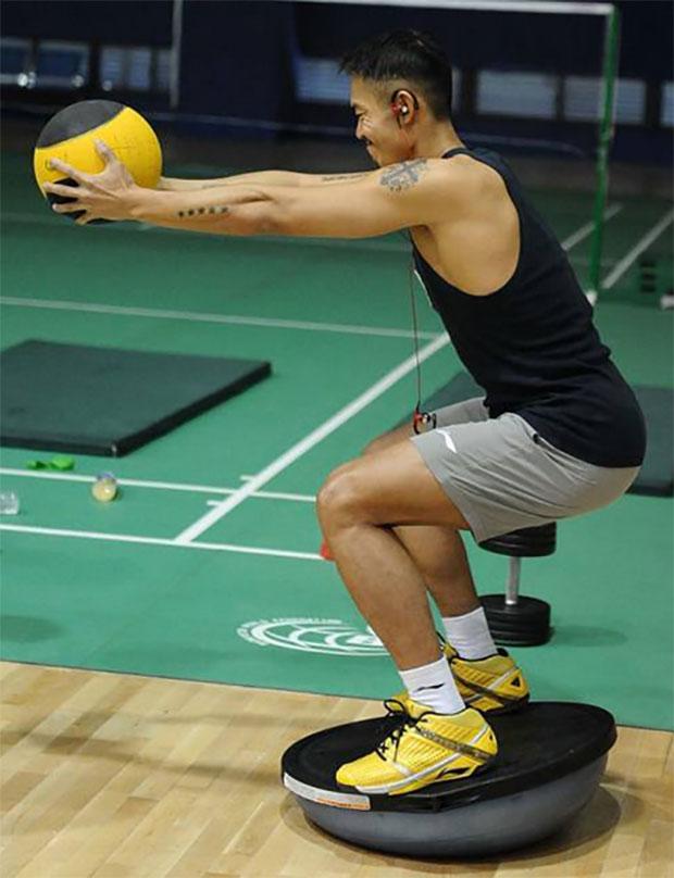 Lin Dan trains hard at the Chinese national training camp.