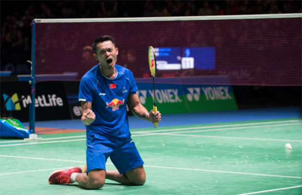 Lin Dan falls to his knees as he celebrates beating Viktor Axelsen in the 2017 All England quarter-finals. (photo: AFP)
