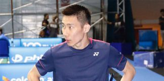 Lee Chong Wei trains at the Sarawak Indoor Stadium. (photo: Bernama)