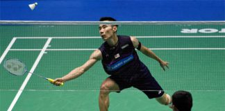Lee Chong Wei beats Hu Yun of Hong Kong in the 2017 Malaysia Open second round. (photo: AFP)