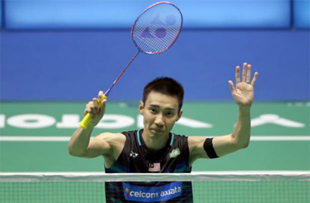 Lee Chong Wei thanks fans after his Malaysia Open quarter-final victory. (photo: AP)