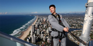 Shi Yuqi poses at the SkyPoint climb in Gold Coast, Australia. (photo: Chris Hyde)